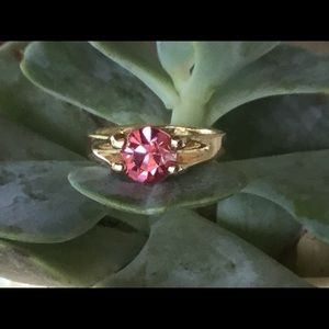 Vintage Gold ring with Pink Stone